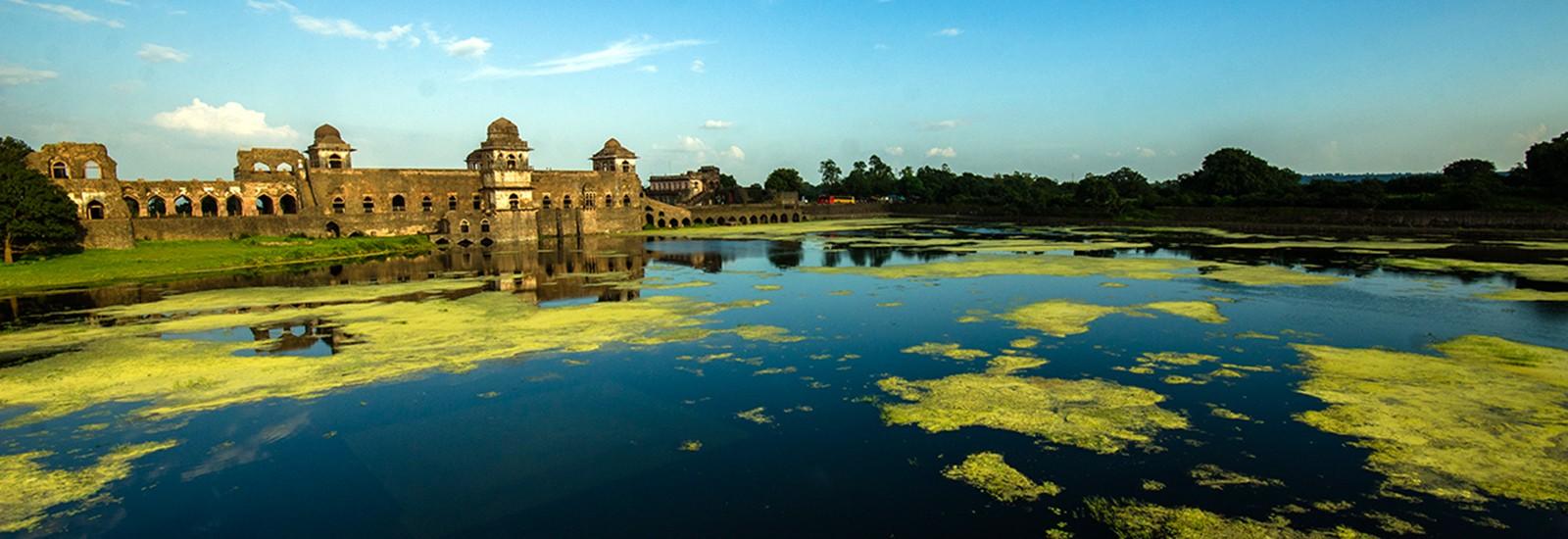 Mandu-Jahaz-Mahal-1600x550